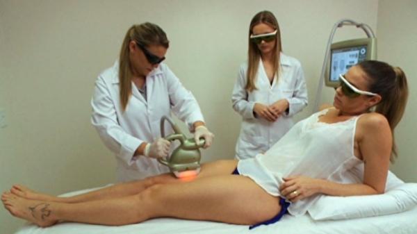 Projeto verão: Luana Piovani testa tratamento para celulites nas pernas