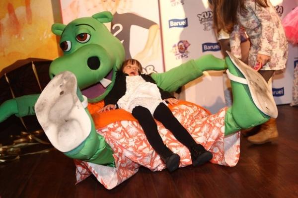 Rafaella Justus vai à comemoração do parque da Xuxa: