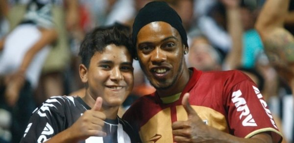 Sósia aprova novo visual de Ronaldinho Gaúcho: