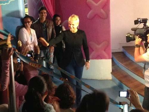 Xuxa e Junno vão à comemoração de 10 anos do parque da apresentadora