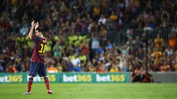 De cara amarrada ao ser substituído, Messi não polemiza e reclama da imprensa espanhola