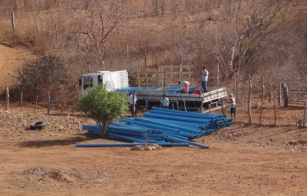 Tubos para encanação que levará água para Acauã começa a chegar. Veja.
