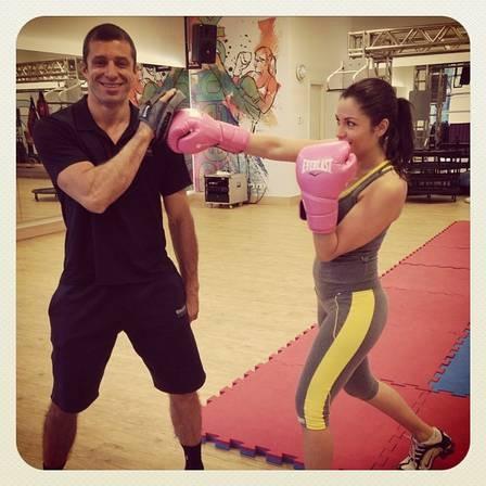 Maria Melilo faz musculação, boxe e jiu-jítsu para manter manequim 38: ?As pessoas falam que estou mais bonita?