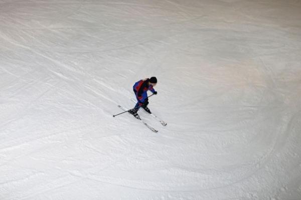 Shopping luxuoso constrói estação de esqui com 6 mil toneladas de neve