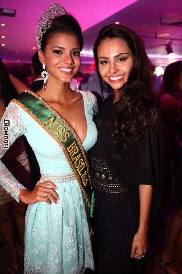 Com faixa e coroa, Miss Brasil 2013 comemora vitória em balada
