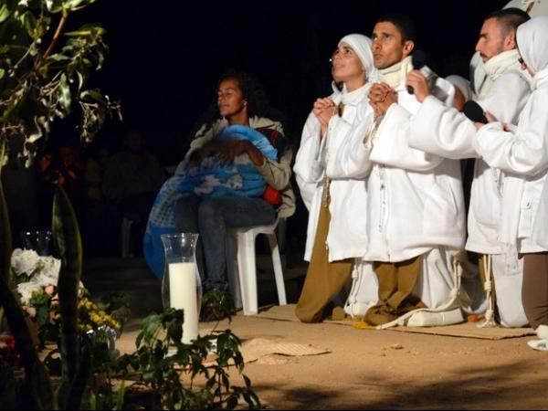 Grupo transmite suposta aparição da Virgem Maria pela internet