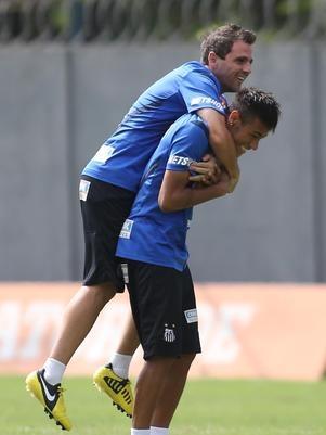 Montillo vê Neymar acima de C. Ronaldo e admite ajuda junto a Messi