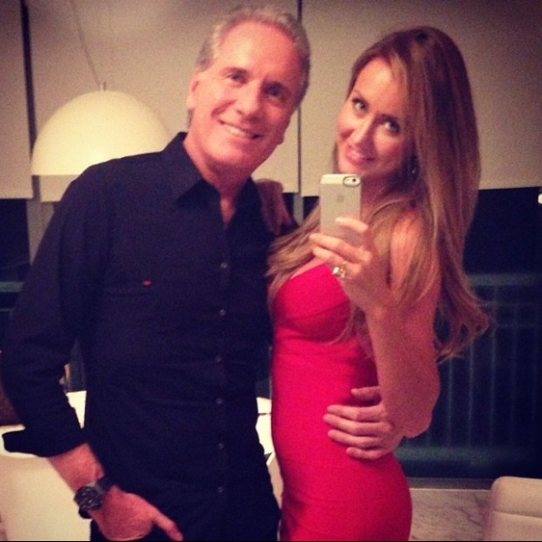 Roberto Justus posa com a nova namorada:
