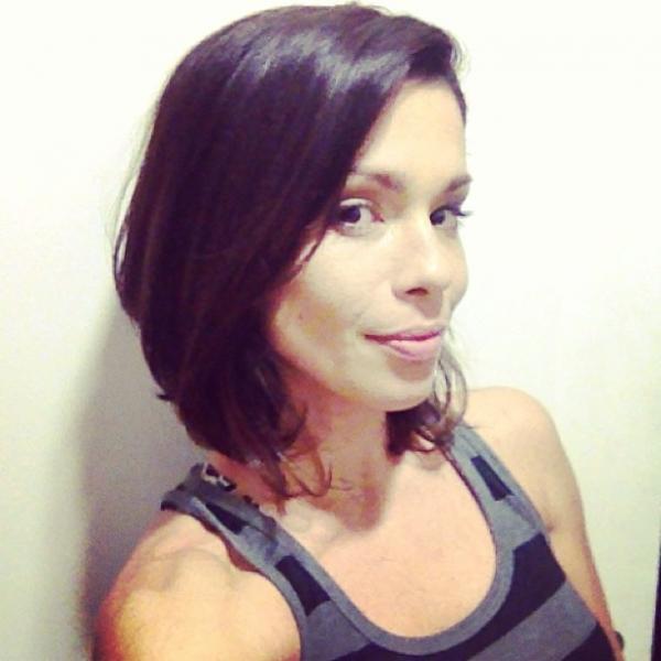 Ex-BBB Thalita Lippi muda o visual e mostra o resultado em rede social