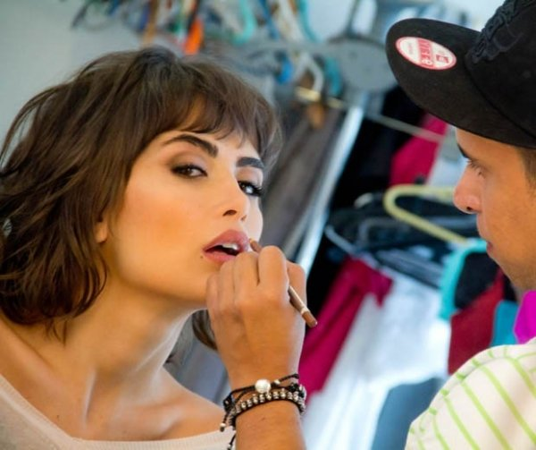 Linda! Maria Casadevall estrela campanha de lingerie