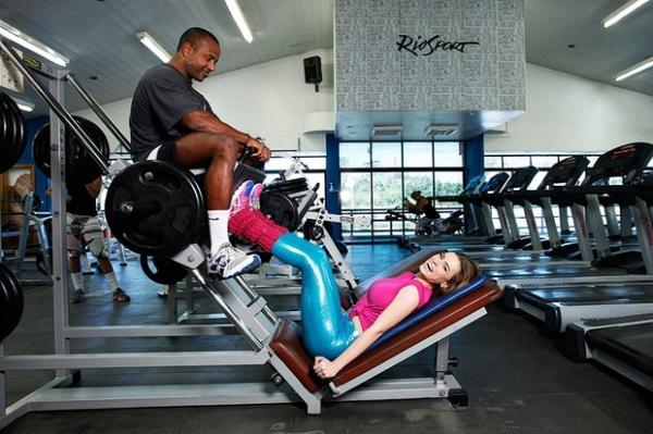 Rayanne Morais ganha cinco quilos de músculos e 10cm de bumbum
