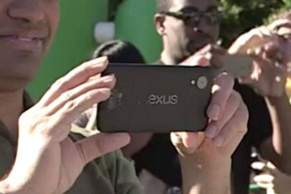 Acidente? Nexus 5 aparece em vídeo para promover o Android 4.4 KitKat