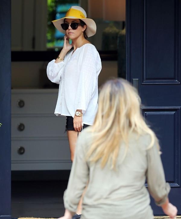 Kim Kardashian, após gravidez, muda de visual e aparece loira