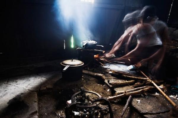 Mulher cozinha marido em panela de pressão depois de ser torturada e abusada juntamente com a filha