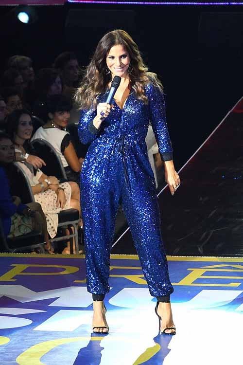 Look de Ivete Sangalo em premiação agrada e é o mais votado em enquete