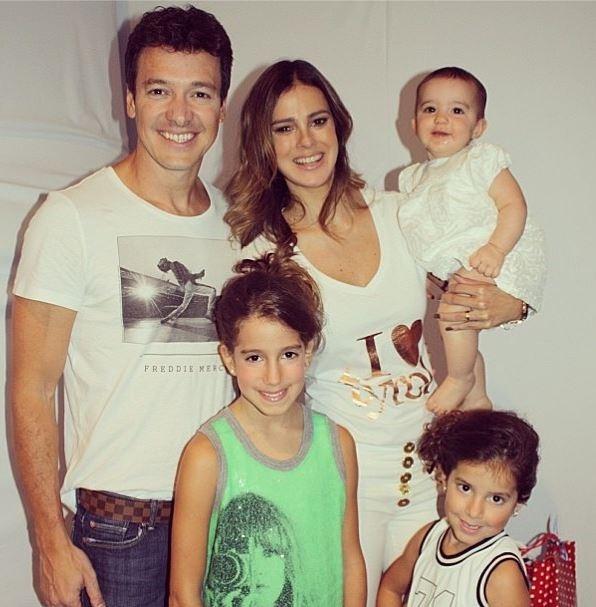Rodrigo Faro posa com a família: