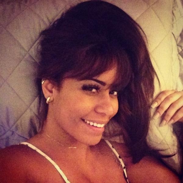 Cheia de estilo, irmã de Neymar exibe novo corte de cabelo