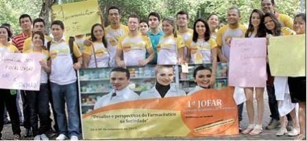 Farmacêuticos realizam ato por melhorias em Teresina
