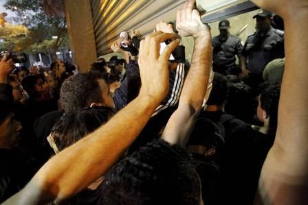 Policial militar teria quebrado o dedo de manifestante durante protesto no Centro