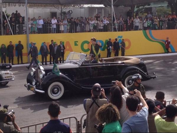Presidente Dilma abre desfile da Independência em Brasília
