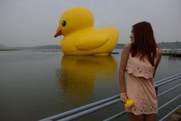 Após Hong Kong, Pequim exibe famoso pato inflável gigante