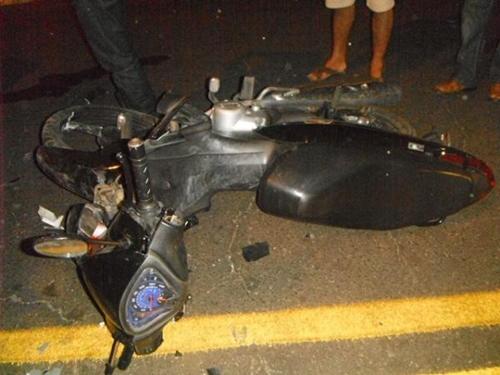 Colisão entre um carro e moto deixa uma pessoa ferida na cidade de Floriano