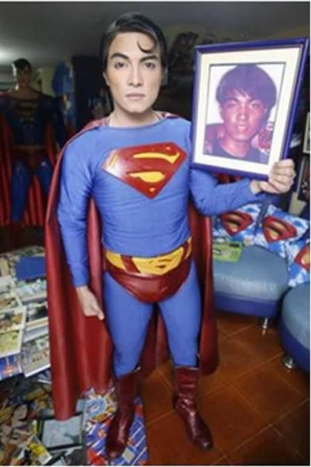 Fã passa gasta quase R$ 16 mil com 19 cirurgias para ficar parecido com o Super-Homem