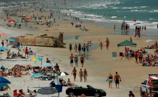 Dois banhistas são atacados no mesmo dia por tubarões em praia na Flórida