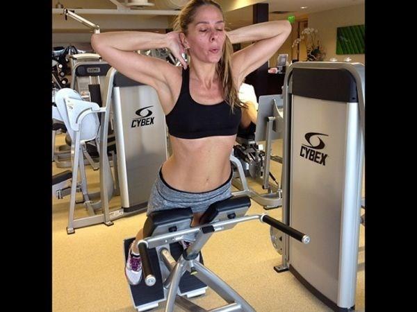 Adriane Galisteu revela que já chegou a fazer 3 mil abdominais por dia