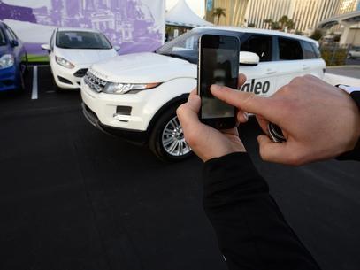 Carro do futuro vai estacionar sozinho por comando no celular