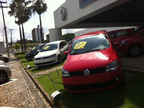 Concessionárias Chevrolet, Volkswagen, Renault e Nissan fazem plantão de vendas até às 18h