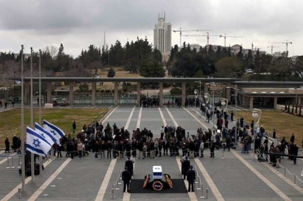 Após morte, velório de Ariel Sharon ocorre no Parlamento de Israel