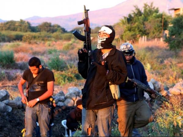 Grupos de civis fortemente armados  ocupam povoados no México