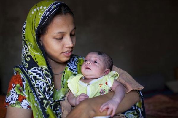 Bebê de 5 meses sobrevive à queda de edifício de 8 andares