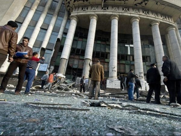 Explos縊 ocorre perto de tribunal no Egito em dia de vota鈬o de referendo