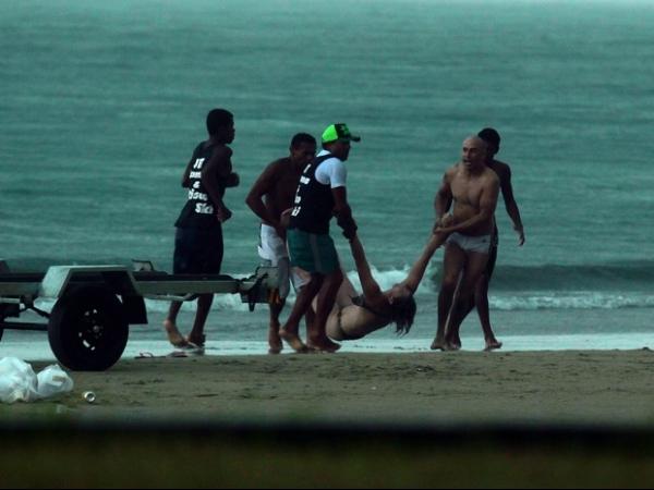 Fotógrafo registra momento em que turista é atingida e morta por raio