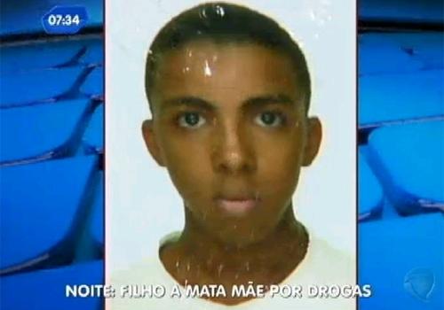 Jovem mata mãe e criança esfaqueadas e rouba dinheiro para usar drogas