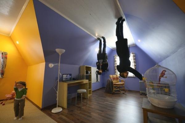 Primeira casa de ponta cabeça na Rússia é aberta ao público