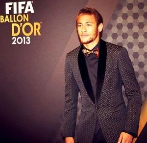 Jornais espanhóis exaltam Neymar, e craque sonha: