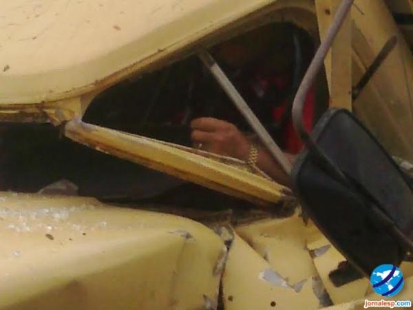 Acidente grave entre automeis deixa dois mortos na rodovia PI 113