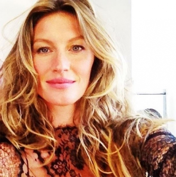 Gisele Bündchen não penteia os cabelos: