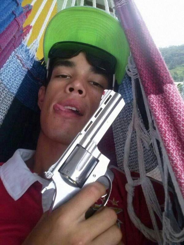 Jovem posta foto com arma em rede social e é preso 40 minutos depois