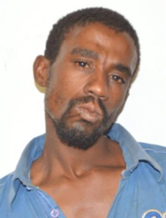 Africano processa m馘ico e o acusa de ter deixado seu p麩is gigante