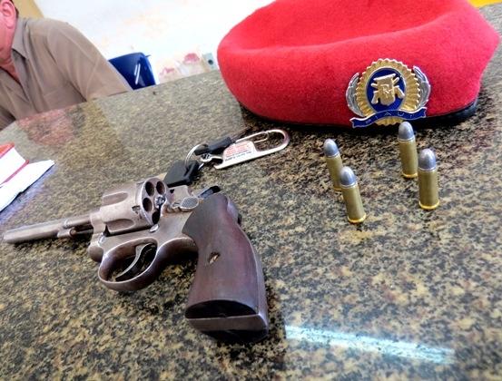 Mototaxista de 15 anos é apreendido com revólver municiado