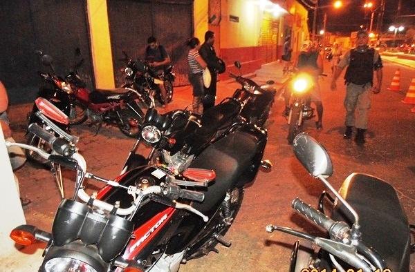 No interior, dezenas de motos são apreendidas durante blitz