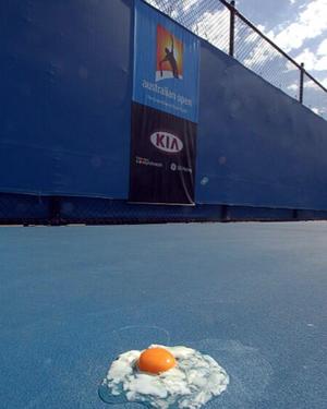 Tenista publica foto de ovo fritando  em plena quadra na Austrália:
