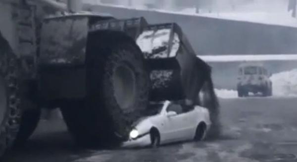 Homem irritado usa escavadeira gigante para esmagar carro esportivo de seu patr縊
