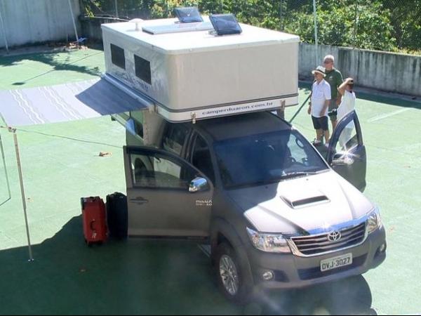 Casal sai de Vitória para dar volta ao mundo em carro equipado