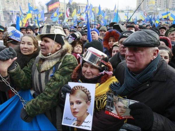 Manifestação reúne cerca de 80 mil na Ucrânia contra leis repressivas