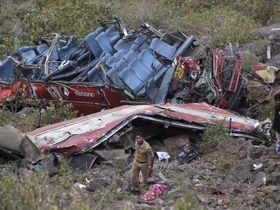Ônibus cai em precipício na Índia e deixa pelo menos 27 mortos